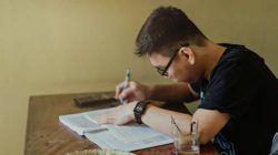 Ilustrasi seseorang yang sedang menempuh pendidikan. (Foto: Pexels/Tugu Jatim)