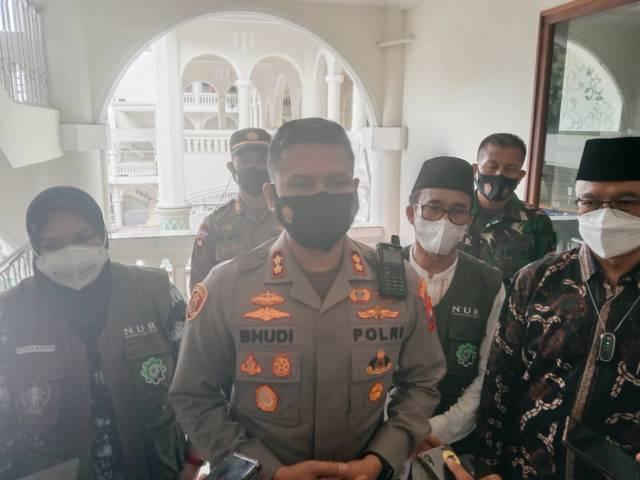 Kapolresta Malang Kota AKBP Budi Hermanto saat memantau pelaksanaan vaksinasi di tempat ibadah, Kamis (16/09/2021). (Foto: M. Sholeh/Tugu Malang/Tugu Jatim)