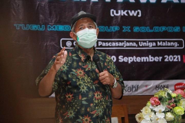 Anggota Dewan Pers Ahmad Jauhar dalam UKW Tugu Media Group X Solopos Institute yang diselenggarakan di Gedung Pascasarjana Uniga Malang, Jumat (10/09/2021). (Foto: Rubianto/Tugu Malang/Tugu Jatim)