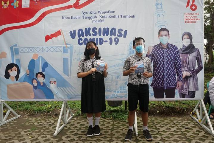 Pemkot Kediri menggelar vaksinasi serentak untuk siswa SD pada Jumat (24/09/2021). (Foto: Dokumen/Tugu Jatim)