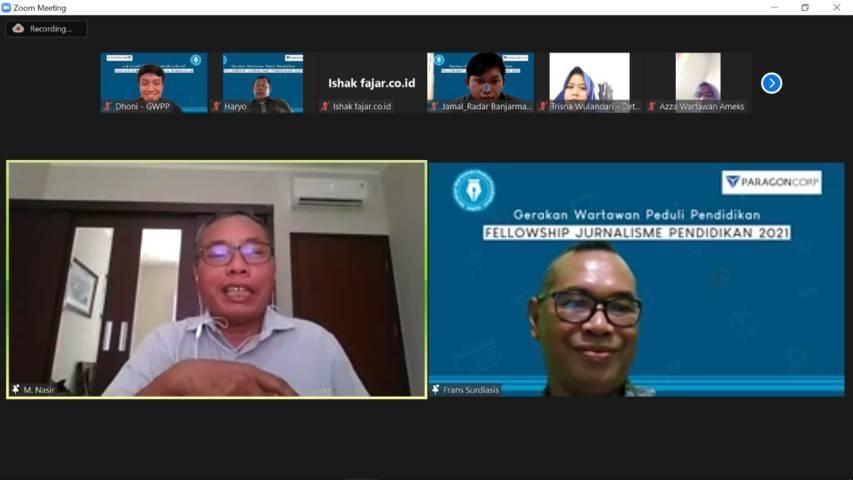 Wartawan Senior Kompas M. Nasir memberikan materi dalam Fellowship Jurnalisme Pendidikan (FJP) 2021 Batch 3 yang digelar secara virtual pada Jumat (24/09/2021). (Foto: Mochamad Abdurrochim/Tugu Jatim)