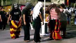Pertunjukan Dongkrek di dusun Kepel, desa Banjarsari, Kabupaten Madiun pada Selasa malam (31/9/2021)/tugu jatim