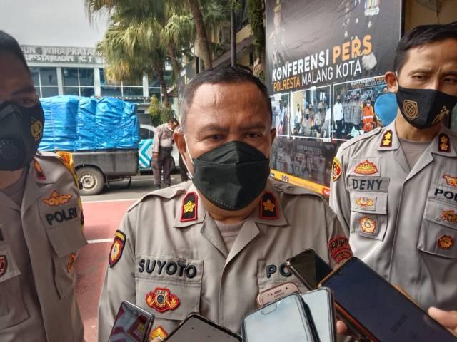 Kapolsek Lowokwaru Kompol Suyoto menjelaskan terkait insiden kebakaran di Gedung Teknik Industri UB (Foto: M. Sholeh/Tugu Malang/Tugu Jatim)