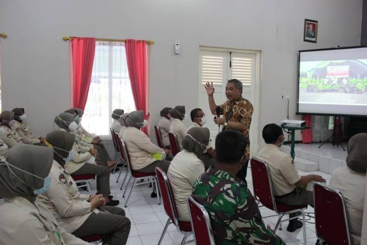 Dr Aqua Dwipayana pada Sharing Komunikasi dan Motivasi pada karyawan Rumah Sakit Tingkat III 04.06.02 Bhakti Wira Tamtama, Semarang. (Foto: Dokumen) tugu jatim