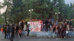 Massa aksi mengenang 5 korban Reformasi Dikorupsi tahun 2019 lalu di Yogyakarta, Kamis (23/9/2021)/tugu jatim