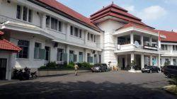 Gedung Balai Kota Malang yang telah ditetapkan salah satu bangunan cagar budaya peninggalan era kolonial. (Foto: M Sholeh/Tugu Malang/Tugu Jatim)
