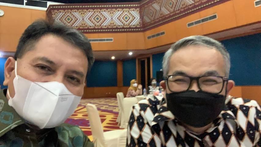 Pakar Komunikasi dan Motivator Nasional Dr Aqua Dwipayana dan Kepala Perwakilan BI Sumbar Wahyu Purnama Armyntos dalam acara yang diselenggarakan BMPD di Padang, Sumbar, Selasa sore (07/09/2021).(Foto: Dokumen/Tugu Jatim)