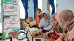 Tim pengabdian masyarakat PSDKU Polinema di Kota Kediri membantu pemasaran produk UMKM dengan digitalisasi. (Foto: Dokumen) tugu jatim