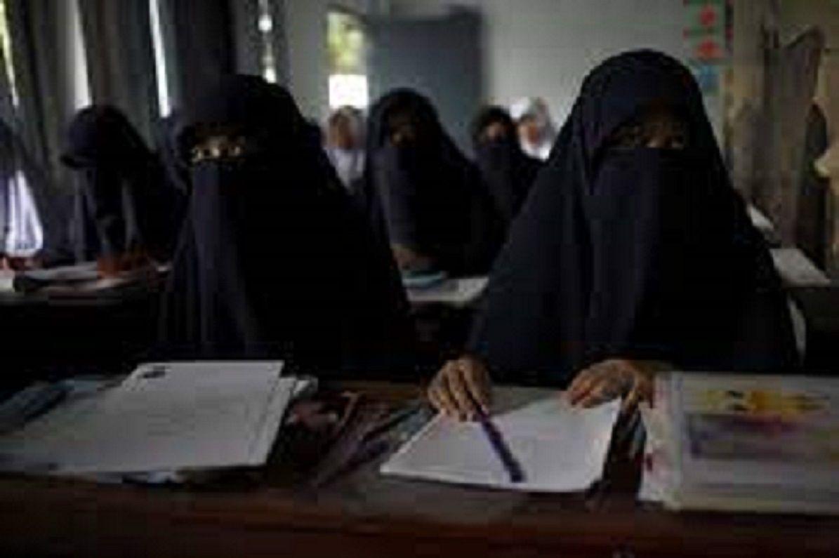 Ilustrasi perempuan Afghanistan yang kini diperbolehkan belajar hingga universitas/tugu jatim