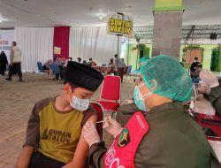 Tanpa Batas Kuota, Santri Kota Malang Jalani Vaksinasi Covid-19