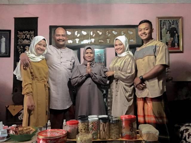 Anggota Denpom V/3 Malang Kopka Heru Prasetyo bersama keluarga.(Foto: Dokumen/Tugu Jatim)