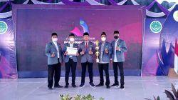 Ketua dan Pengurus PC IPNU Tuban dengan Ketua PW IPNU Jatim setelah mendapatkan penghargaan sebagai organisasi terbaik se-Jatim dalam rangkaian Konferwil IPNU Jatim XXIII di Ponpes At Tanwir, Kabupaten Bojonegoro, Jumat (24/9/2021). (Foto: Dokumen) tugu jatim
