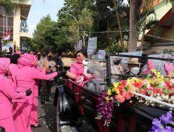 Jabatan Kapolres Batu Resmi Pindah Tangan, AKBP Catur Dilepas Naik Mobil Klasik