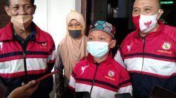 Aditya Syaiful Anam bersama ibunya, Sulastri dan pelatih saat berada di Balai Kota Malang. (Foto: M Sholeh/Tugu Malang/Tugu Jatim) tugu jatim