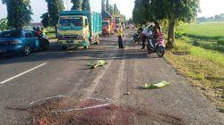Personel dari jajaran Unit Laka Satlantas Polres Tuban ketika melakukan olah TKP kecelakaan antara motor dan truk trailer di Jalan Soekarno-Hatta, Desa Bogorejo, Kecamatan Merakurak, Kabupaten Tuban, Kamis (23/9/2021). (Foto: Unit Laka Satlantas Polres Tuban) tugu jatim