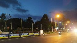 Tampak lampu PJU di kawasan Alun-Alun Kota Batu sudah mulai kembali menyala, Kamis (16/9/2021) petang. (Foto: M Ulul Azmy/Tugu Malang/Tugu Jatim) pemadaman lampu