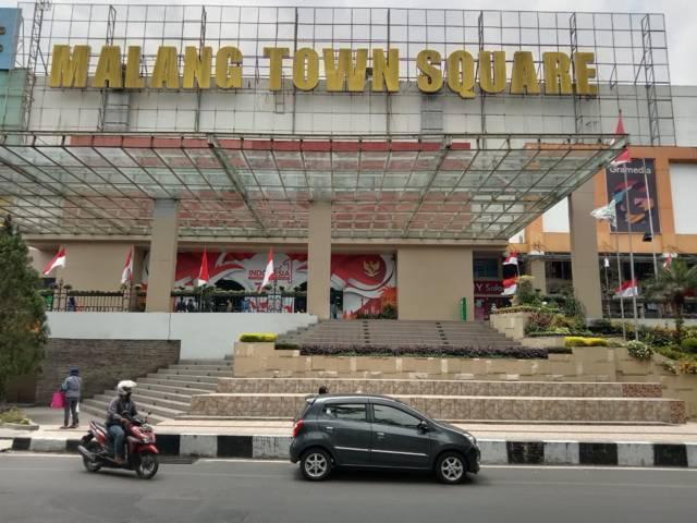 Tampak depan Malang Town Square yang masih sepi meski sudah mulai dibuka dengan persyaratan. (Foto: M Sholeh/Tugu Malang/Tugu Jatim)