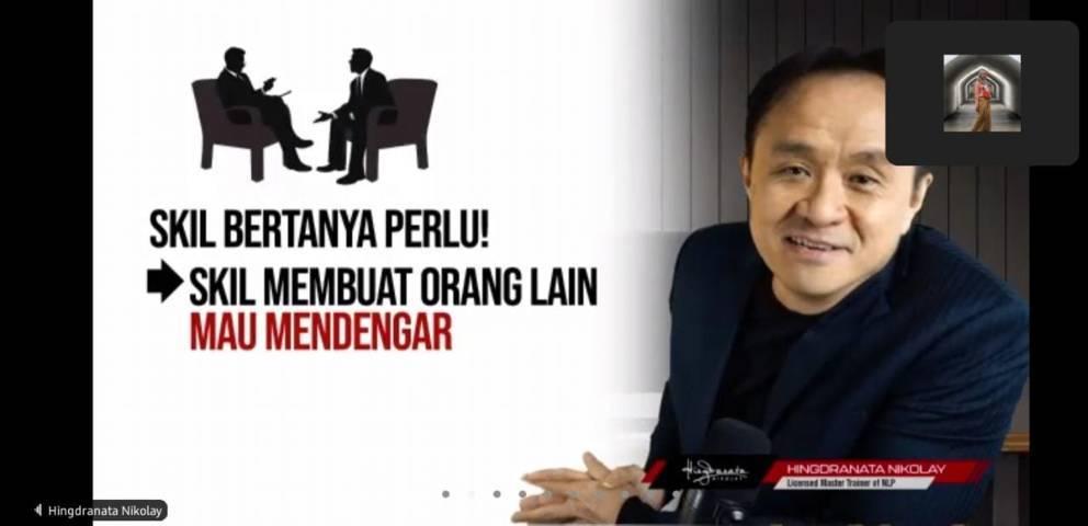 Licensed Master Trainer of NLP Pertama di Asia Tenggara dan CEO Inspirasi Indonesia, Hingdranata Nikolay dalam Lecture Coaching Movement (LCM) Nasional Series #3. (Foto: Dokumen) tugu jatim