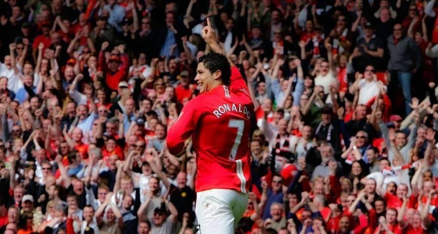 Cristiano Ronaldo saat mengenakan seragam merah Manchester United beberapa tahun silam. Musim ini, Ronaldo juga bakal kembali mengenakan seragam nomor punggung 7 miliknya. (Foto: Instagram/Cristiano Ronaldo) tugu jatim
