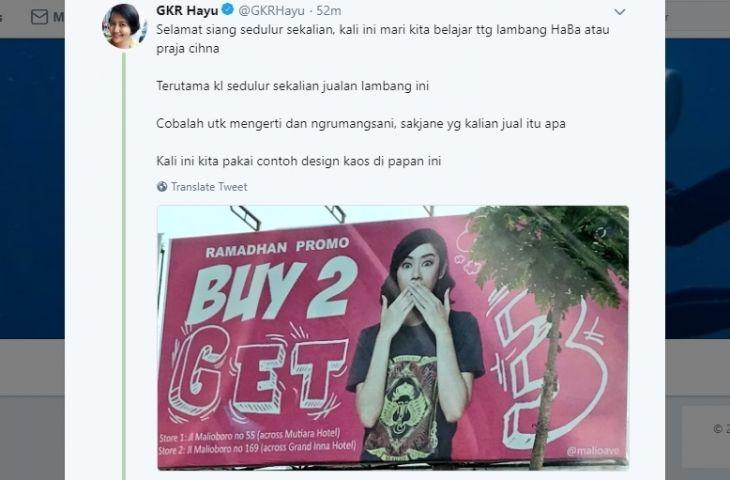 GKR Hayu memprotes baliho untuk promo yang model perempuannya memakai kaus berlambang kesultanan Yogyakarta. (Foto: Twitter @gkrhayu/Tugu Jatim)