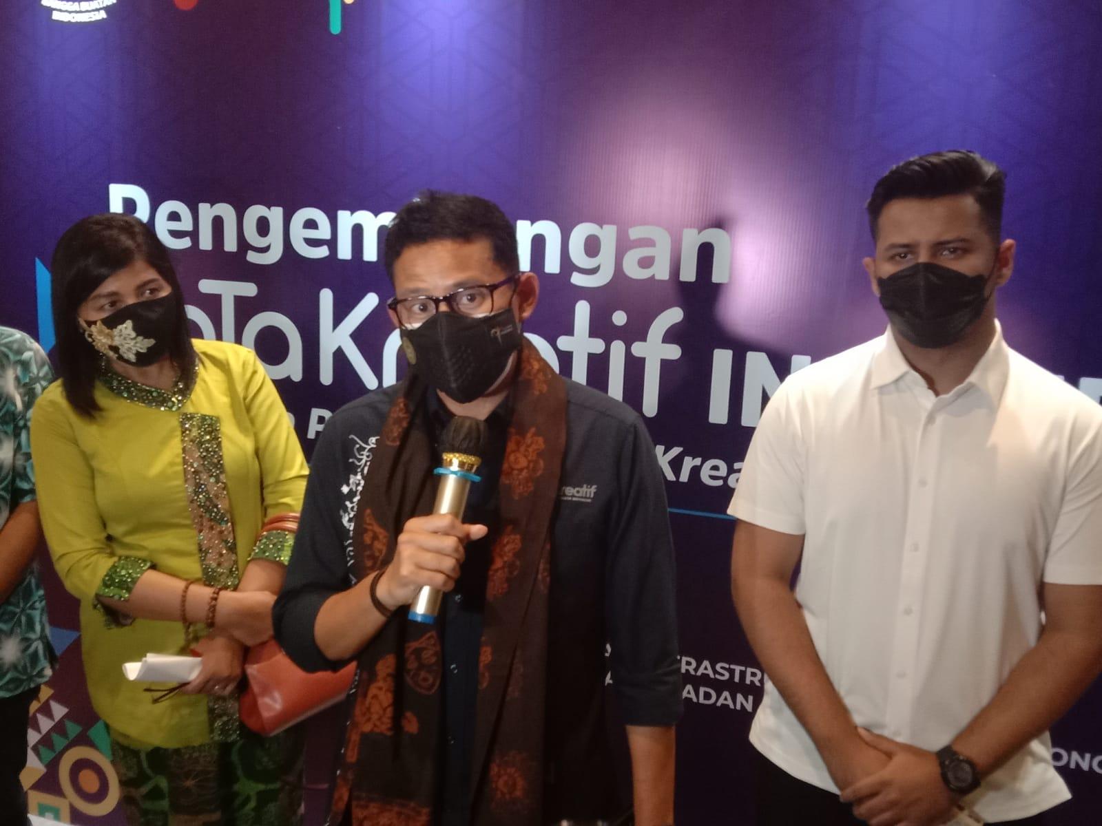Menparekraf RI Sandiaga Uno ditemui usai workshop Pengembangan KaTa Kreatif di Latar Ijen Coffee & Resto Kota Malang, Sabtu (16/10/2021).(Foto: M. Sholeh/Tugu Malang/Tugu Jatim)