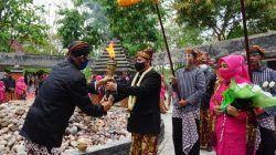 Prosesi pengambilan api abadi dalam rangka HUT ke-344 Bojonegoro di Khayangan Api Bojonegoro, Selasa (19/10/2021). (Foto: Istimewa/Tugu Jatim)