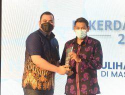 Dalam Rakerda REI Jatim, Wali Kota Kediri Raih Penghargaan Karmika Graha Abinaya