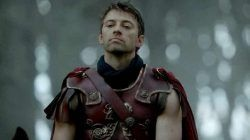 Caligula (Ido Drent), dalam serial Netflix Roman Empire: The Mad Emperor/tugu jatim