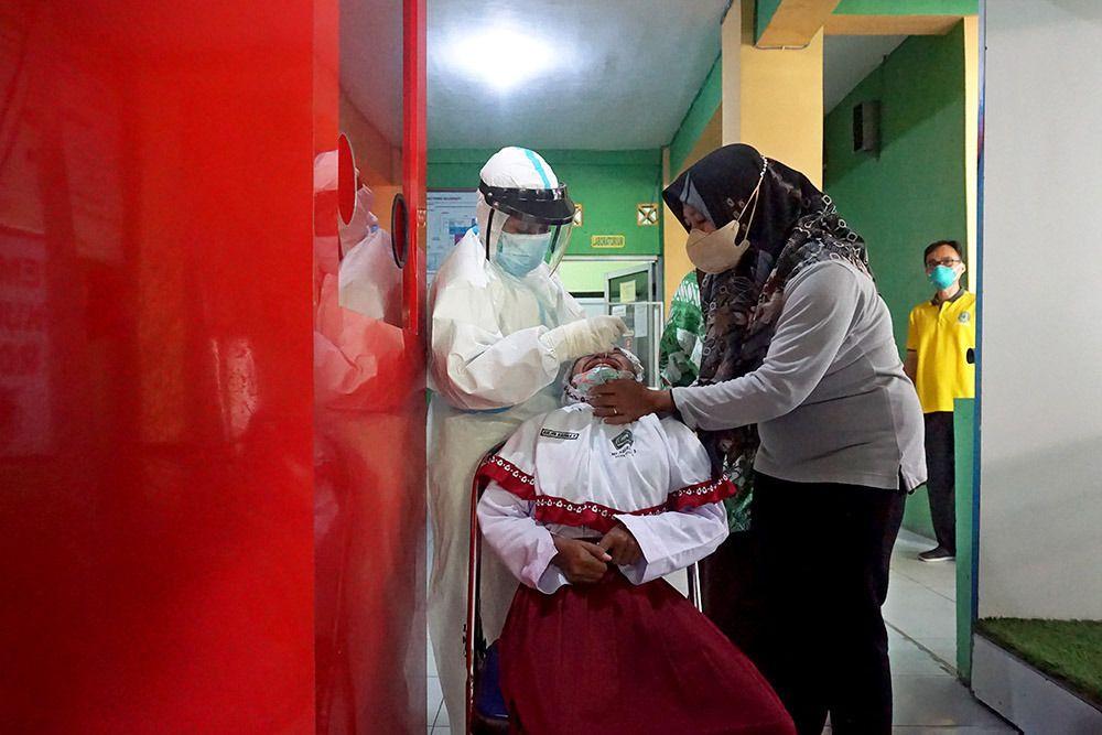 Pemkot Kediri melakukan rapid test kepada para siswa dan guru karena ditemukan 3 siswa yang positif Covid,(Foto: Dokumen/Tugu Jatim)