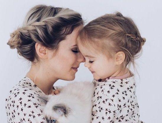 A mom and her child/tugu jatim