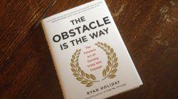 Buku The Obstacle Is The Way yang ditulis oleh Ryan Holiday asal Amerika Serikat/tugu jatim