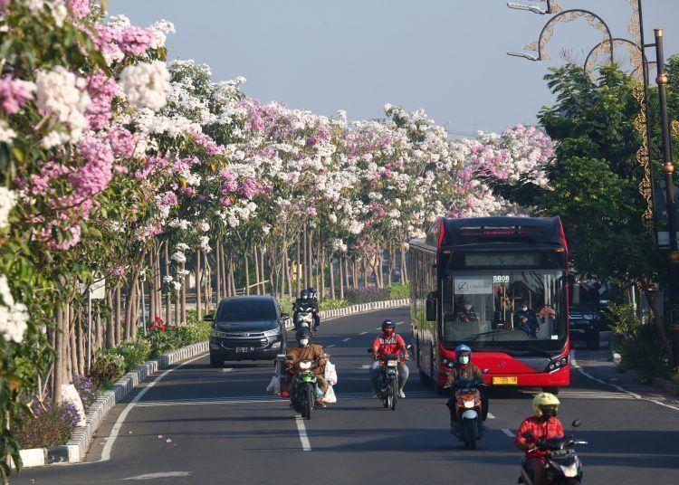 Kota Surabaya menjadi kota ternyaman di Indonesia sehingga meraih penghargaan trofi Proklim. (Foto: Dokumen/Tugu Jatim)