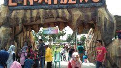 Pintu gerbang Edu Wisata Lontar Sewu, Desa Hendrosari, Kecamatan Menganti, Gresik. /tugu jatim
