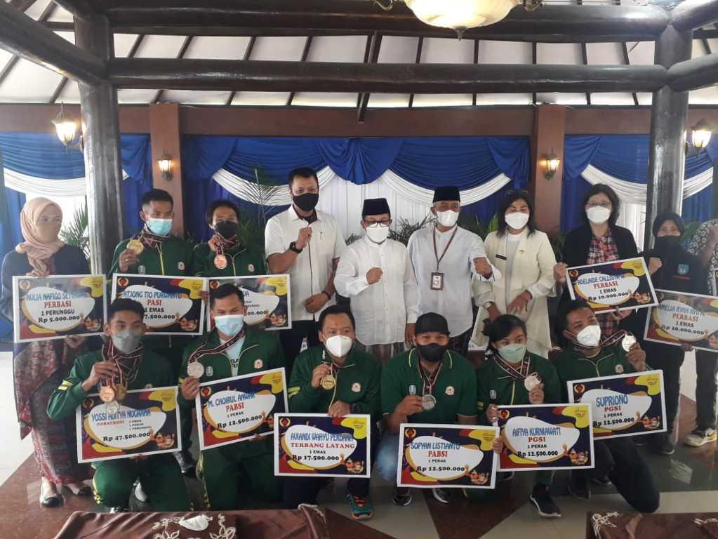 Pemkot Malang memberikan apresiasi kepada 14 atlet berprestasi asal Kota Malang di PON XX Papua 2021, Selasa (26/10/2021). (Foto: M. Sholeh/Tugu Malang/Tugu Jatim)