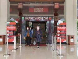 Masuk Balai Kota Among Tani, Pengunjung Wajib Scan QR Code PeduliLindungi
