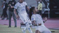 Selebrasi pemain Arema FC, Carlos Fortes usai memasukkan gol ke gawang Persija Jakarta dan merubah kedudukan menjadi 1-0 untuk Singo Edan. (Foto: Instagram/Arema FC) tugu jatim