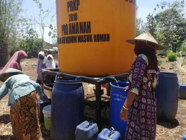 BPBD Kabupaten Tuban mulai mendistribusikan air bersih ke 26 desa yang tersebar di 8 kecamatan di wilayah Bumi Wali. (Foto: Diskominfo Tuban) tugu jatim