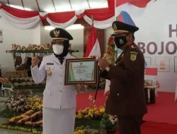 Bupati Bojonegoro Beri Penghargaan Sejumlah Instansi dan ASN di HJB ke-344