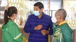 Wali Kota Kediri Abdullah Abu Bakar saat menerima kedatangan atlet National Paralympic Committee (NPC) di Balai Kota Kediri, Senin (18/10/2021). (Foto: Dokumen/Tugu Jatim)
