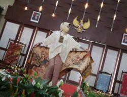 Peringati Hari Batik Nasional, Wali Kota Batu Unjuk Kebolehan di Atas Catwalk