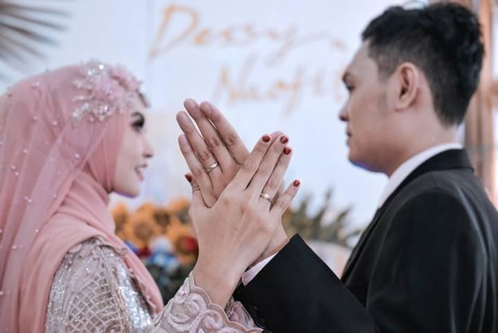 Ilustrasi pernikahan dini karena dispensasi nikah. (Foto: Pexels) tugu jatim