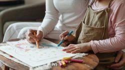 Ilustrasi orang tua mendampingi anak belajar/tugu jatim