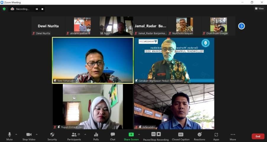 Ketua Badan Akreditasi Nasional Sekolah dan Madrasah (BAN S/M) Dr Toni Toharuddin memberikan materi dalam Fellowship Jurnalisme Pendidikan (FJP) 2021 Batch III yang digelar GWPP bekerja sama dengan PT Paragon Technology and Innovation secara virtual, Jumat (8/10/2021). (Foto: Dokumen) tugu jatim