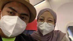 Irfan dan Nana di kursi nomor satu di pesawat Lion Air dari Bandara Soekarno-Hatta ke Bali.