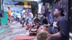 Suasana kemeriahan Festival Gugur Gunung di Kampung Tridi, Kesatrian, Blimbing, Kota Malang, Jumat (7/10/2021). (Foto: Dokumen) tugu jatim