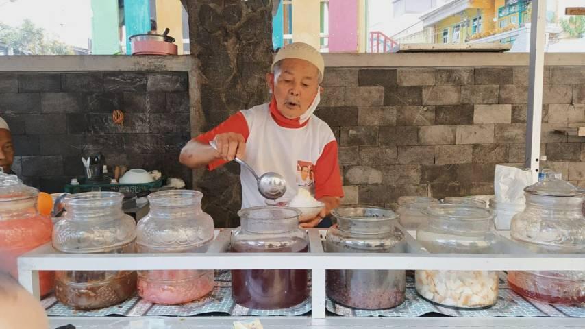 Kuliner es campur legendaris Pak Said di Kota Batu yang telah eksis sejak tahun 1954. (Foto: M Ulul Azmy/Tugu Malang/Tugu Jatim)