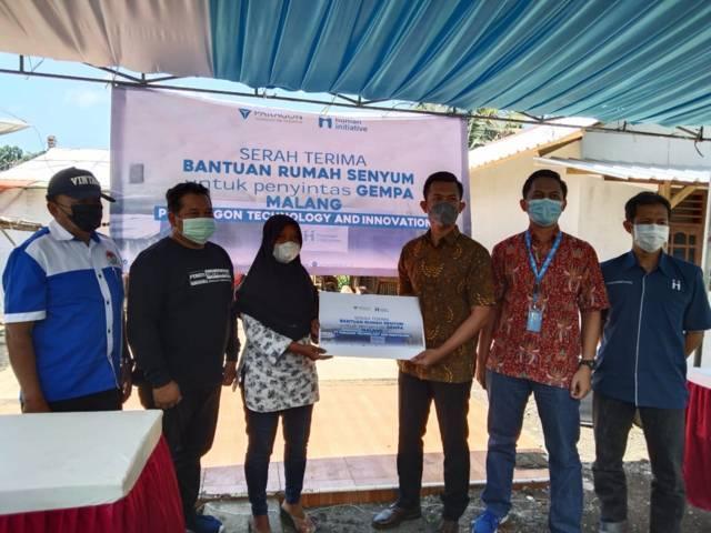 Manajer CSR Partnership Human Initiative (HI) Pusat, Langga Pratama ketika meresmikan program Rumah Senyum di Kabupaten Malang, Jumat (8/10/2021). (Foto: Rizal Adhi/Tugu Malang/Tugu Jatim)