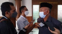 Ketua DPRD Tuban, HM Miyadi saat ditemui awak media seusai memimpin Rapat Paripurna bersama Pemkab Tuban di gedung dewan, Rabu (27/10/2021). (Foto: Moch Abdurrochim/Tugu Jatim) dana banpol
