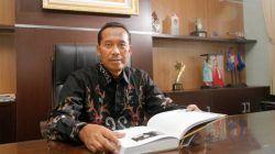 Rektor UMM, Dr. Fauzan memberikan pesan kepada salah satu kandidat terkuat untuk jadi Ketua Umum DPP IMM, Abdul Musawir Yahya. (Foto: Dokumen) tugu jatim