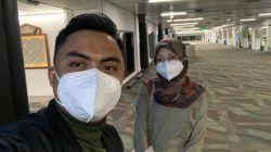 Irfan dan Nana sesaat setelah mendarat di Bandara Soekarno-Hatta Tangerang, Banten, dari bulan madu di Bali. (Foto: Dokumen) tugu jatim
